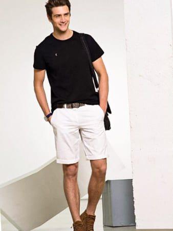 белые мужские шорты изображение