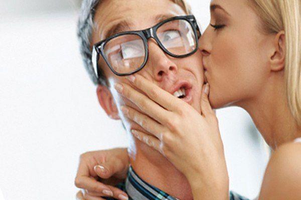 целоваться с девушкой