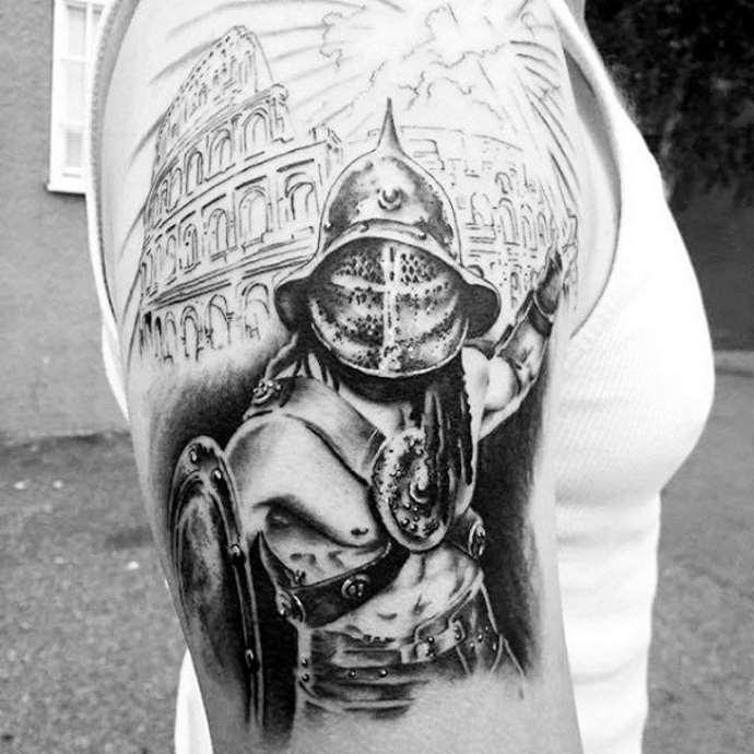 изображение гладиатора на плече