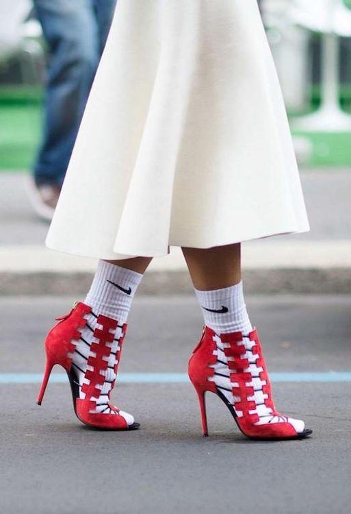 Как носить белые носки