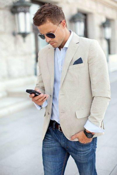Модно одетый мужчина