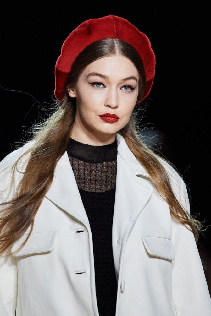 Модные женские головные уборы осень-зима 2020-2021 из коллекции Marc Jacobs