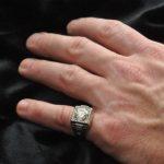 На каком пальце мужчины должны носить кольца