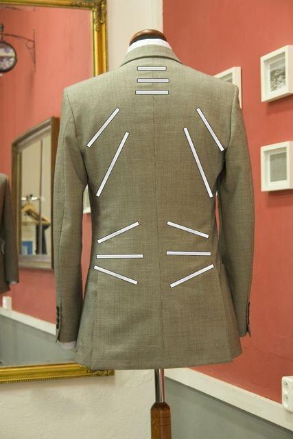 Отличие мужского пиджака – ровные, строгие линии