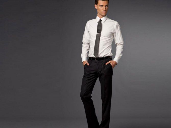 С чем носить черные джинсы и с чем они сочетаются?