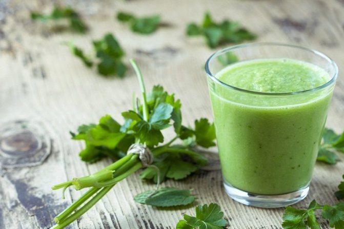 Сок петрушки используют не только для лечения, но и в здоровом питании