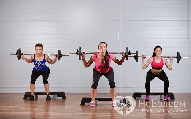 Усиленные тренировки, особенно упражнения, связанные с подъемом тяжестей, являются фактором риска развития геморроя