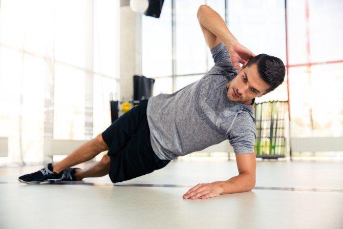 Утренняя зарядка для мужчин: комплекс эффективных упражнений