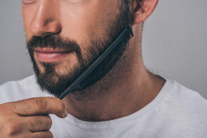 Выпрямление бороды расческой